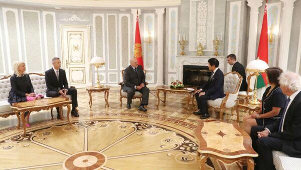 Александр Лукашенко на встрече с президентом Международной федерации гимнастики Моринари Ватанабэ - Sputnik Беларусь