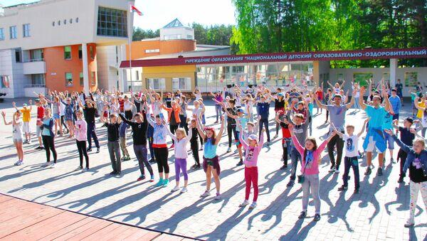 Дети научат другу друга национальным танцам и играм - Sputnik Беларусь