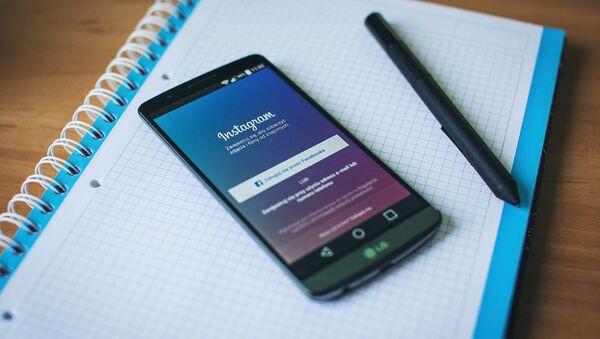 Приложение Instagram на смартфоне, архивное фото - Sputnik Беларусь