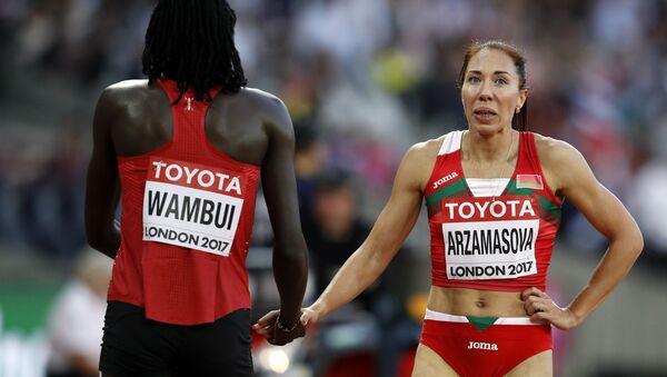 Белорусская бегунья Марина Арзамасова (слева) - Sputnik Беларусь