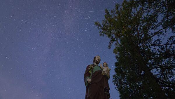Лепш за ўсё за астранамічнай з'явай можна было назіраць за горадам удалечыні ад штучнага асвятлення - Sputnik Беларусь
