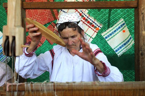 Тут беражліва захоўваюць традыцыі ткацтва. - Sputnik Беларусь