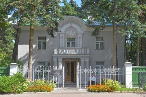 Так выглядае зараз музей Якуба Коласа, які схаваны ад вачэй у ціхім цэнтры Мінску. - Sputnik Беларусь