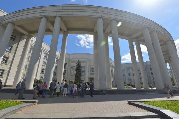 Маршрут экскурсіі уключаў у сябе шмат кропак, а першай была акадэмія навук, дзе Якуб Колас працаваў больш за трыццаць гадоў, займаў пасаду віцэ-прэзідэнта - Sputnik Беларусь