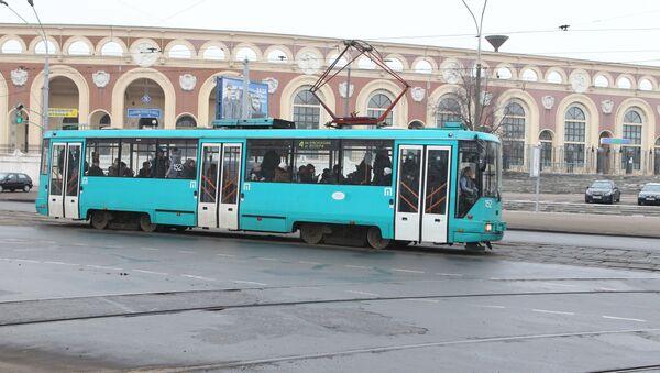 Трамвай на прыпынку Стадыён Дынама - Sputnik Беларусь