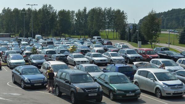 Автомобили на парковке, архивное фото - Sputnik Беларусь