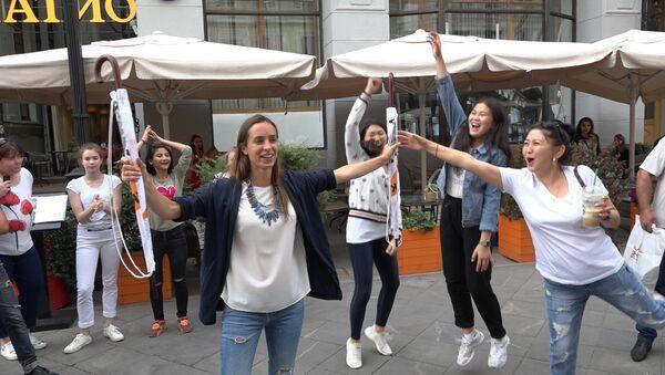 Удзельнікі Ты супер! Танцы зладзілі спаборніцтва за парасоны Sputnik - Sputnik Беларусь