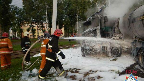 В Новополоцке спасатели ликвидировали загорание попавшего в ДТП грузовика - Sputnik Беларусь