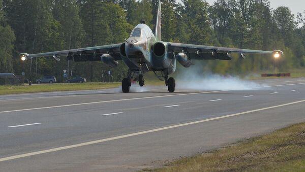Посадка Су-25 - Sputnik Беларусь