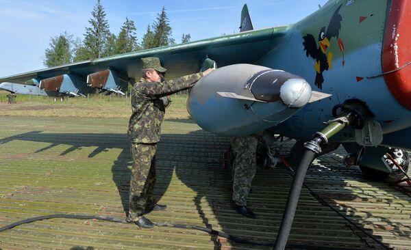 Дозаправка и обслуживание самолетов после посадки на АУД - Sputnik Беларусь