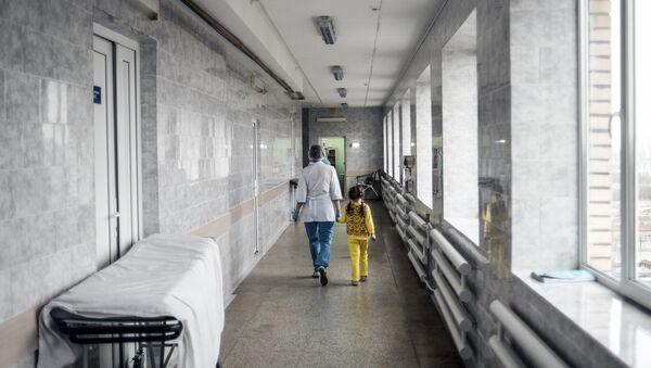 Медсестра в детской областной больнице  - Sputnik Беларусь