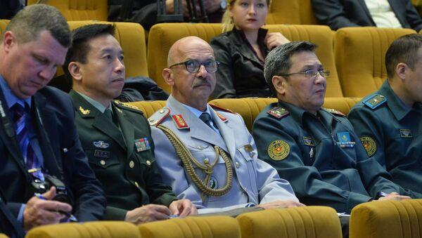 Зарубежные военнослужащие на брифинге по поводу учений Запад-2017 - Sputnik Беларусь
