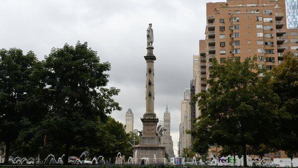 Один из памятников Христофору Колумбу в США - Sputnik Беларусь