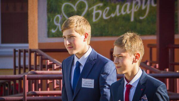 Николай Лукашенко в Острошицко-Городокской школе - Sputnik Беларусь
