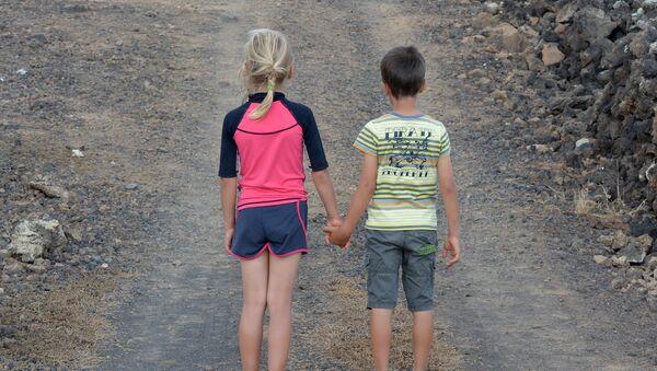 Мальчик и девочка - Sputnik Беларусь