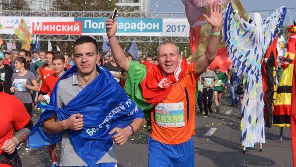 Бегуны на мінскім паўмарафоне - Sputnik Беларусь