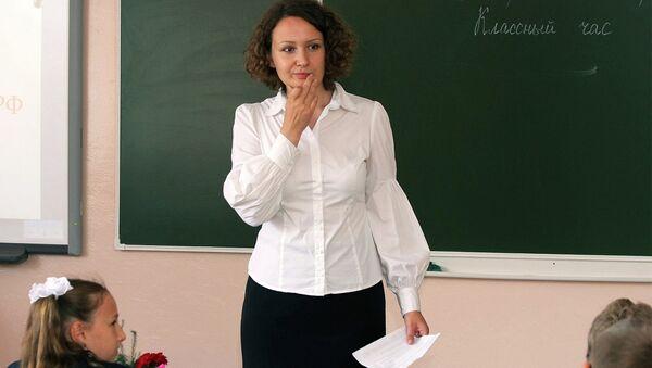 Учитель у доски - Sputnik Беларусь