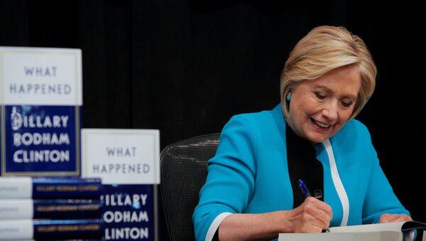 Автограф сессия Хиллари Клинтон - Sputnik Беларусь