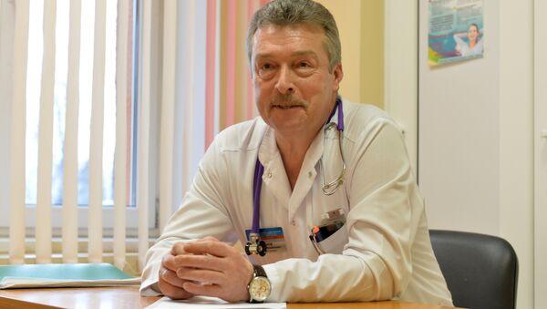 Опытный педиатр Дмитрий Чеснов отвечает на вопросы о детском здоровье - Sputnik Беларусь
