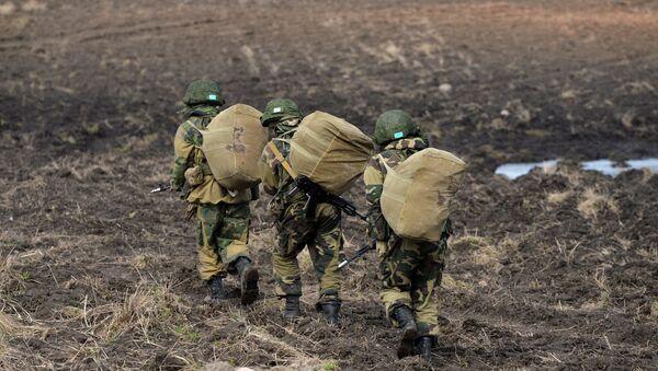 Военнослужащие на полигоне, архивное фото - Sputnik Беларусь