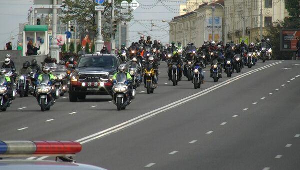 Відэафакт: тысячы байкераў закрылі мотасезон у Мінску - Sputnik Беларусь