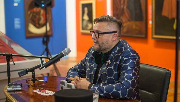 Искусствовед, театральный художник, историк моды и главный модный судья Александр Васильев - Sputnik Беларусь