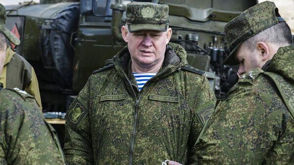 Командующий Воздушно-десантными войсками Андрей Сердюков (в центре), архивное фото - Sputnik Беларусь