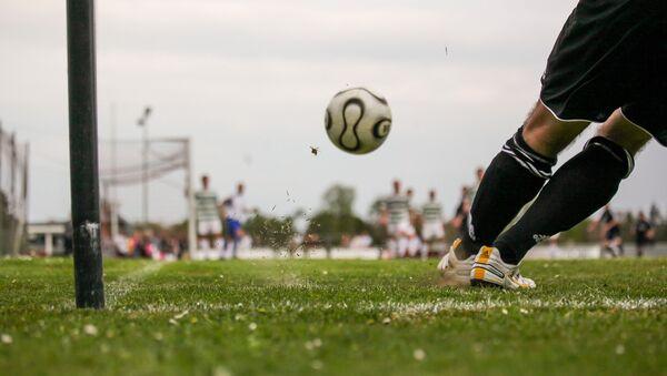 Подача углового в футболе, архивное фото - Sputnik Беларусь