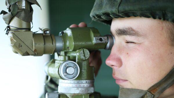 Военнослужащий во время учений Запад-2017, архивное фото - Sputnik Беларусь