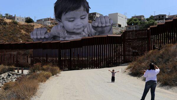 Граффити на границе Мексики и США - Sputnik Беларусь