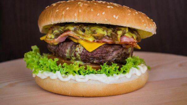Гамбургер, архивное фото - Sputnik Беларусь