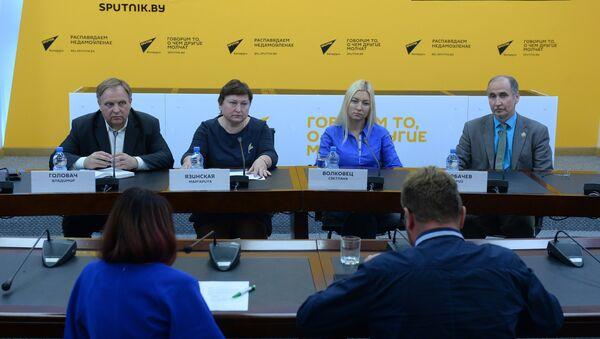Пресс-конференция, посвященная проблеме детских площадок - Sputnik Беларусь
