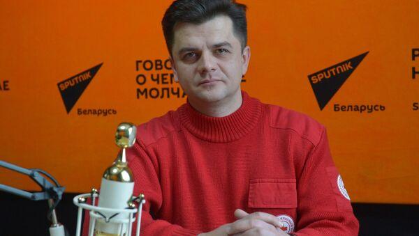 Начальнік аддзела па надзвычайных сітуацыях і вышуку Беларускага таварыства Чырвонага Крыжа Дзмітрый Русакоў - Sputnik Беларусь