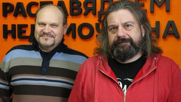 Ведущие радио Sputnik Беларусь Вячеслав Шарапов и Александр Кривошеев - Sputnik Беларусь