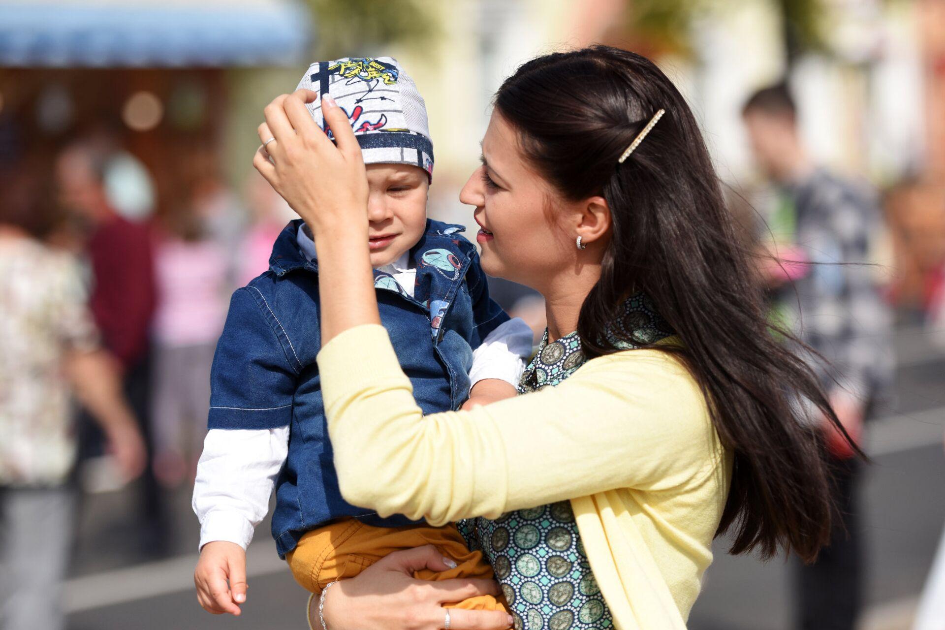 На праздновании Дня белорусской письменности в Рогачеве было много мам с детьми. - Sputnik Беларусь, 1920, 11.10.2021