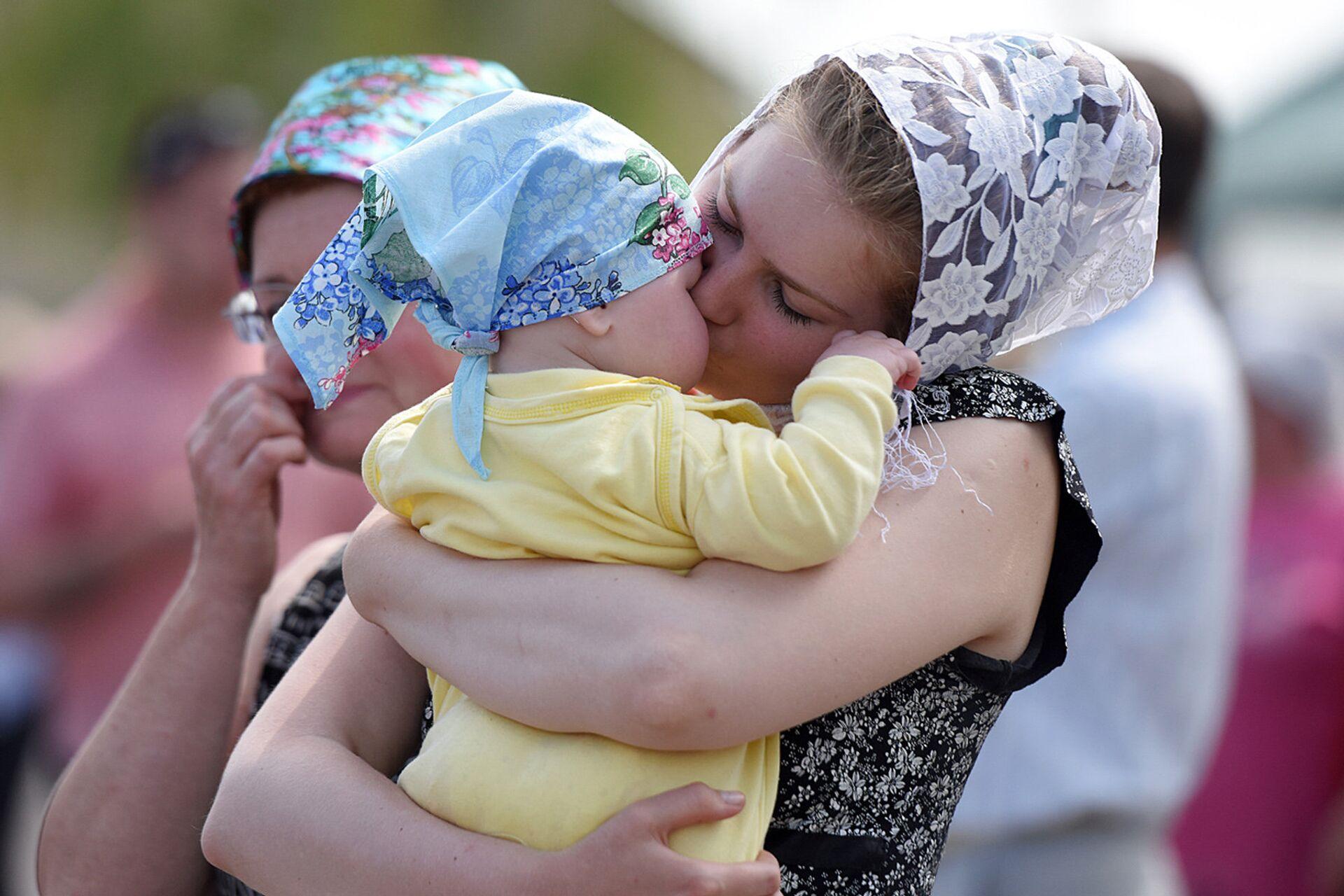 Мама с ребенком, архивное фото - Sputnik Беларусь, 1920, 11.10.2021