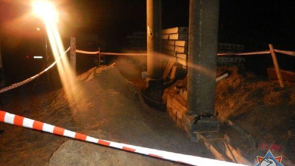 Мужчины до позднего вечера рыли яму под фундамент, пока на них не обрушился грунт - Sputnik Беларусь
