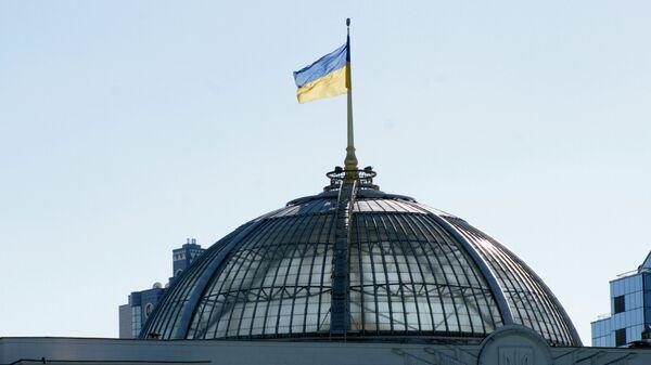 Флаг на крыше Верховной Рады Украины в Киеве - Sputnik Беларусь
