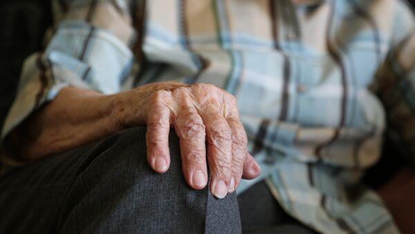 Те, кто еще не вышел на пенсию уверены - отдохнуть придется не всем. - Sputnik Беларусь