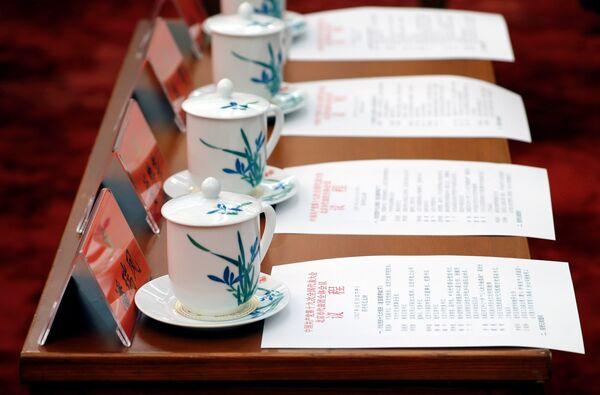 График встречи и традиционная чашка чая у каждого делегата - Sputnik Беларусь