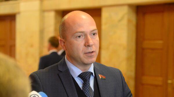 Замглавы постоянной комиссии по международным делам Дмитрий Шевцов - Sputnik Беларусь