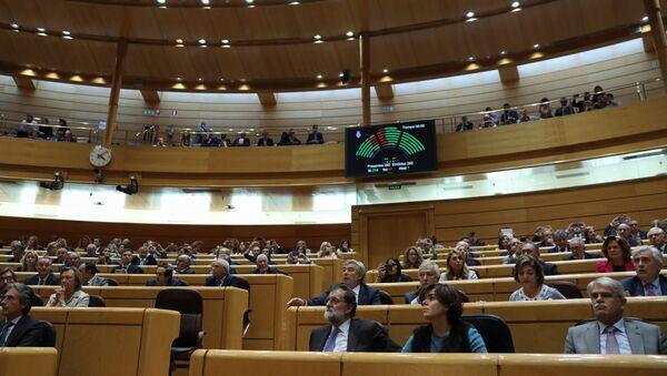 Подсчет в Сенате Испании результатов голосования, одобряющих чрезвычайные меры по контролю над Каталонией - Sputnik Беларусь