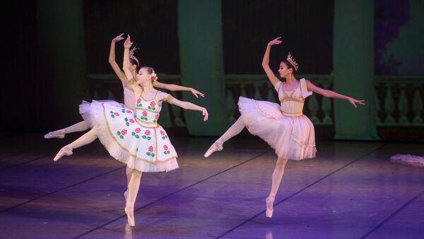 Классический балет на юбилейном вечере Елизарьева чередовался с модерном - Sputnik Беларусь