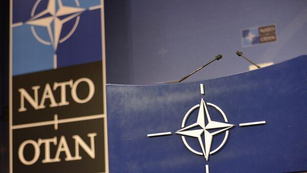 Трибуна в зале для пресс-конференций штаб-квартиры НАТО - Sputnik Беларусь