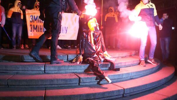 Националисты сожгли чучело Ленина в Киеве - Sputnik Беларусь