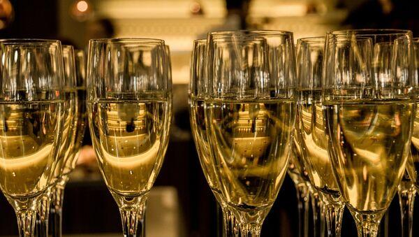 Бакалы з шампанскім, архіўнае фота - Sputnik Беларусь