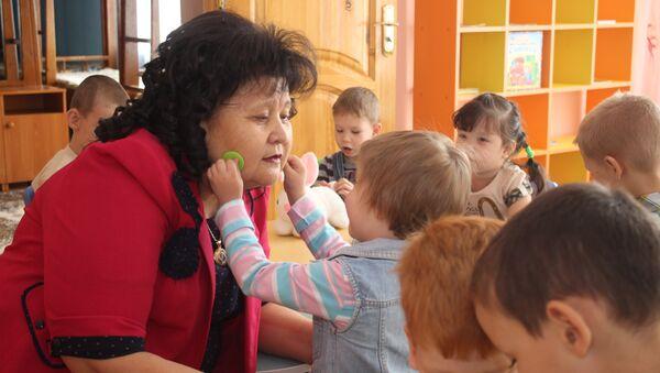 Директор детского дома Умiт Майра Бейсеканова - Sputnik Беларусь