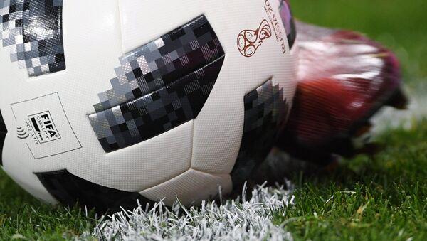 Официальный мяч чемпионата мира по футболу 2018 Telstar 18. - Sputnik Беларусь