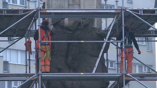 Демонтаж памятника благодарности Красной армии начался в Щецине - Sputnik Беларусь