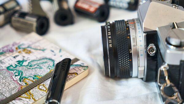 Фотоаппарат, блокнот и ручка журналиста - Sputnik Беларусь